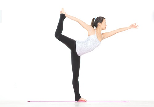 3 Reasons To Start Your Day With Yoga